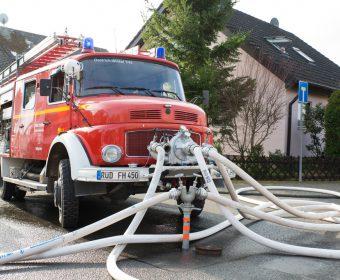 Hallgarter Löschfahrzeug bei der Wasserversorgung