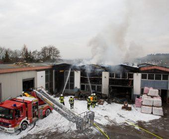 Lagerhalle nach der Feuerbekämpfung