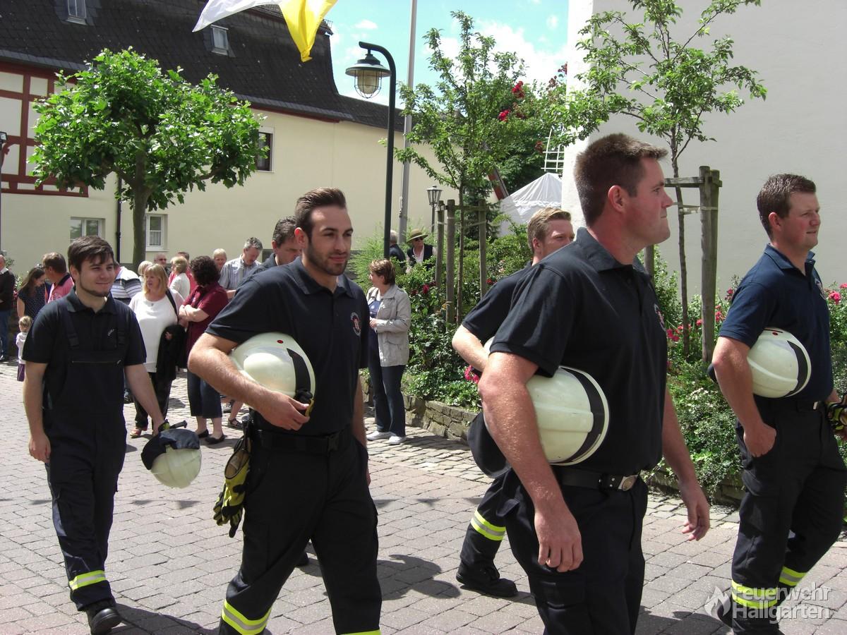 Helfer der Feuerwehr Hallgarten