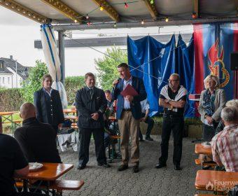Bürgermeister Michael Heil, Ortsvorsteher Richard E. Mayer und Petra Müller-Klepper wohnten der Ehrung bei