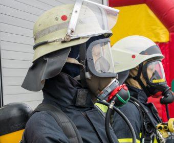 Kopfansicht Schutzausrüstung 2000 (vorne) und 2010 (hinten)