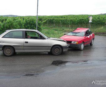 Lage: Verkehrsunfall mit 2 PKW