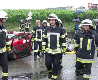 Patient erfolgreich aus Fahrzeug gerettet