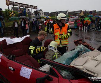 Das Dach ist entfernt und der Patient bereit zur Achsgerechten Rettung
