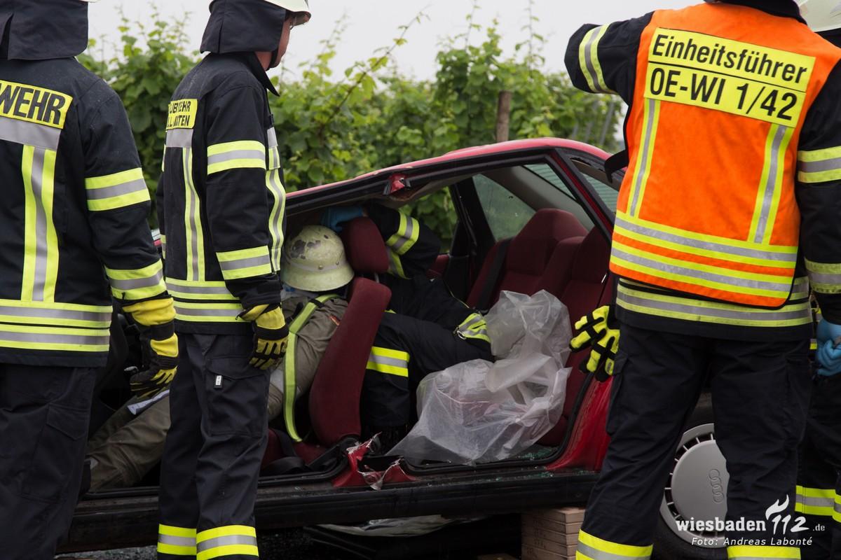 Blick von Seite in Unfallauto