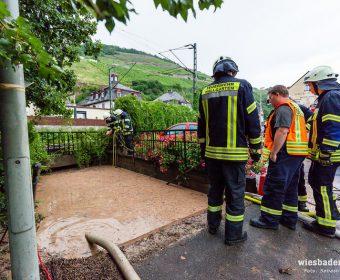 Vollgelaufene Fußgängerunterführung in Rüdesheim überwachen und auspumpen