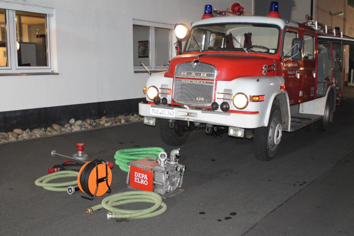Einsatzfahrzeug Firma Koepp und Gerätschaften für Gefahrguteinsatz