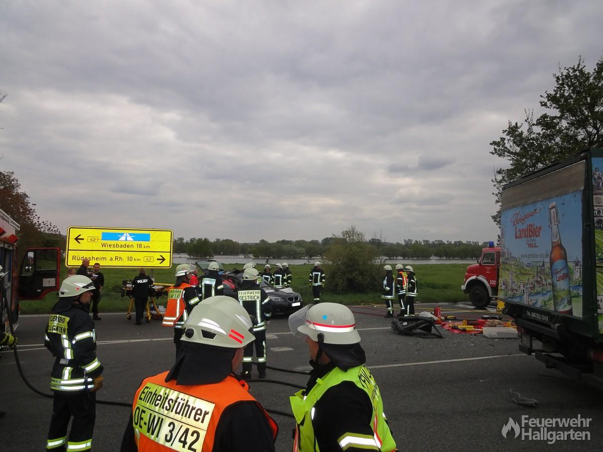 Feuerwehr und Rettungsdienst bei der Arbeit