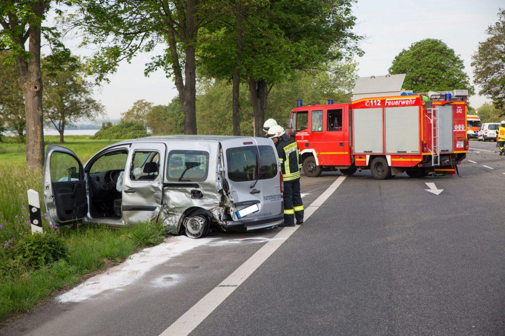 Verunfallter PKW Verkehrsunfall B42