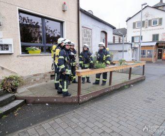 Atemschutzgeräteträger der Feuerwehr Hallgarten in Bereitschaft