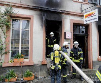 Brandspuren über den Fenstern