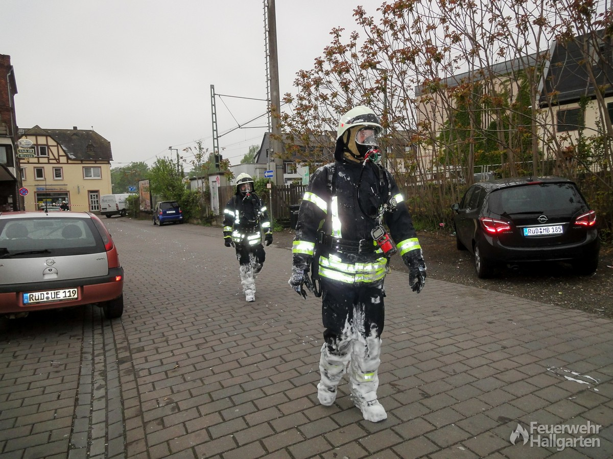 Trupp nach dem Verlassen des Brandhauses