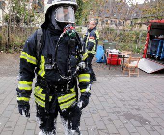 Feuerwehrmann der Feuerwehr Hallgarten nach dem Einsatz