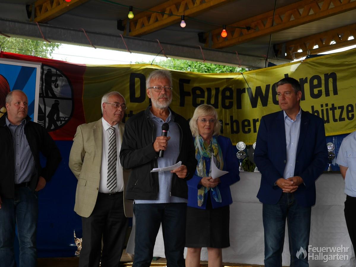 Herr Bleul richtet Glückwünsche im Namen von Roland Laube aus