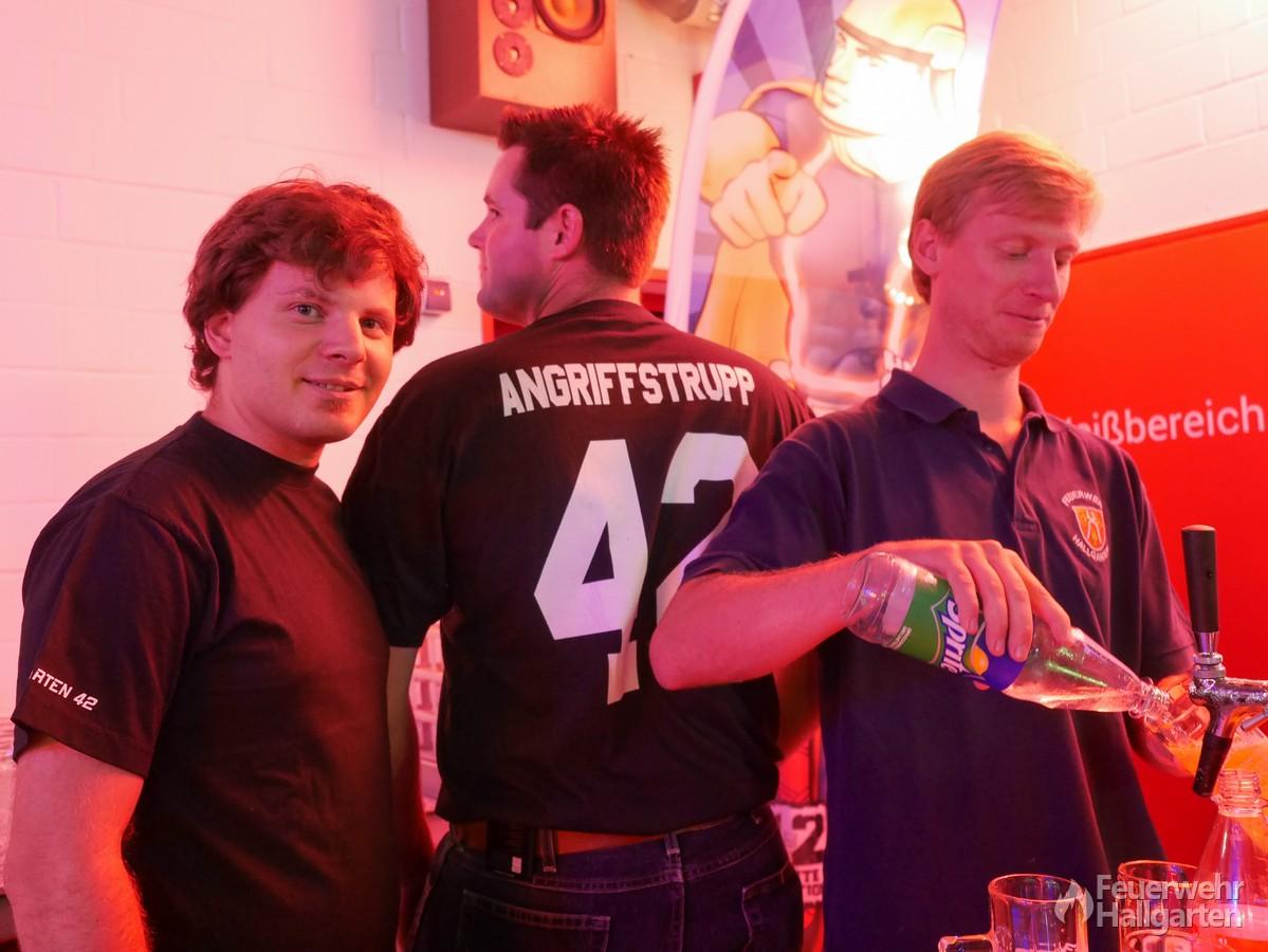 Die Jungs vom Bierausschank