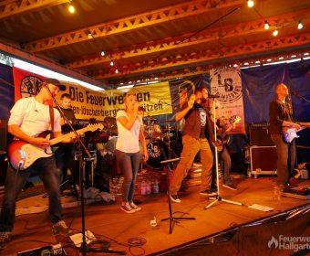 Lieblingsband auf der Bühne der Feuerwehr Hallgarten
