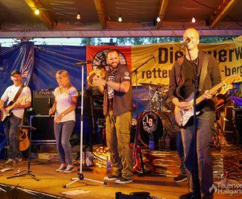 Die Lieblingsband rockt die Feuerwehr Hallgarten