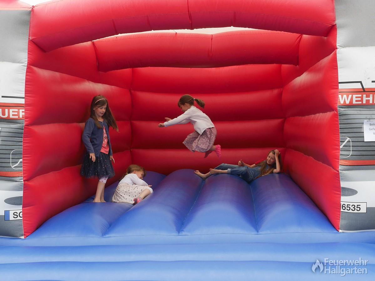Kinderspaß auf der Hüpfburg