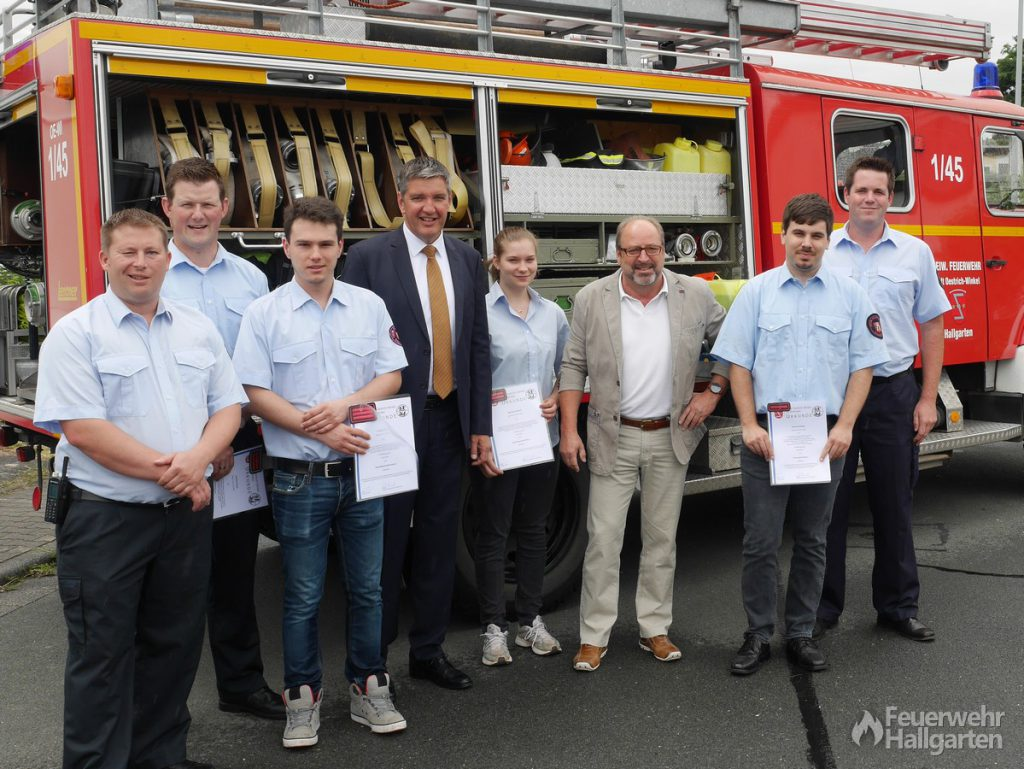Die Beförderten Aktiven der Feuerwehr Hallgarten