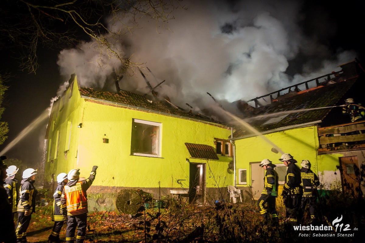 Löscharbeiten Rückseite Kornsmühle (Foto Wiesbaden 112)