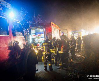 Pendelverkehr der Tanklöschfahrzeuge (Foto Wiesbaden 112)