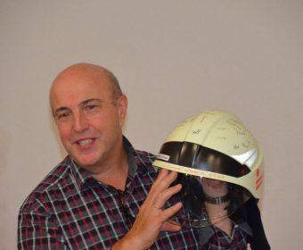 Gilbert Schreiner mit seinem Einsatzhelm