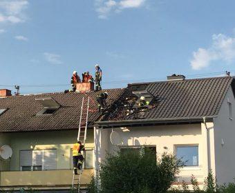 Abräumarbeiten am Dach