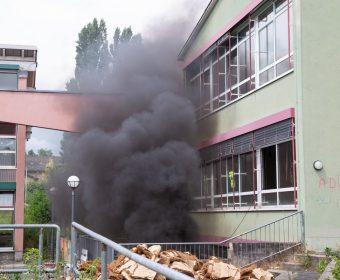 Mit Hilfe von Pyrotechnik wurde ein realistisches Übungsszenario geschaffen