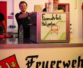 Gute Stimmung an der Biertheke