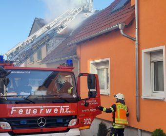 Kaminbrand fordert Feuerwehren in Hallgarten